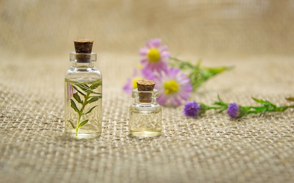 Les 5 meilleures huiles essentielles contre l'acné